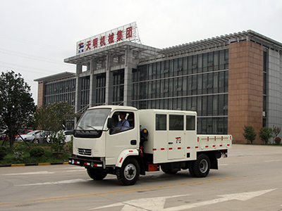 EXPLOSION-PROOF MATERIAL CARRIER VEHICLE